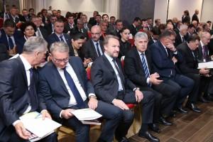 'TA ĆE DARVIN: Samo u BiH vlast bira glasače