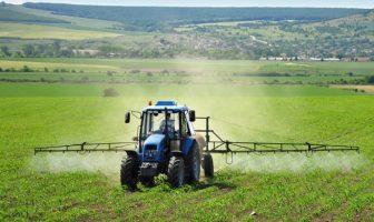 Tečnost za uništavanje korova je opasni herbicid koji unosimo u organizam kroz hranu i vodu