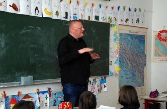 NASER HUSIĆ certificirani tumač znakovnog jezika: Projekte edukacije vode osobe koje uopće ne znaju znakovni jezik