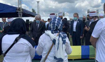 Klanjana dženaza i obavljen ukop šest Bošnjaka ubijenih 92-e na području Prijedora i Kozarca
