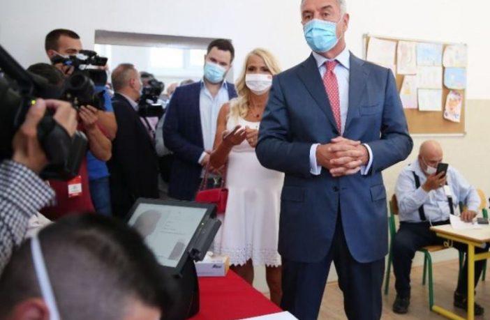 Đukanović ima najviše glasova ali opozicija ima veće šanse za formiranje vlasti