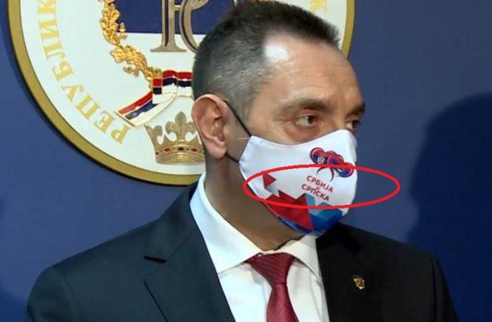 Vulin, hodajući bilbord: Degutantna zloupotreba obaveze nošenja zaštitne maske