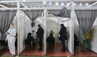 Imunizacija u praksi: Sa 74-godišnjakinjom iz Srbije, medicinari prije vakcinacije detaljno analizirali njeno zdravstveno stanje