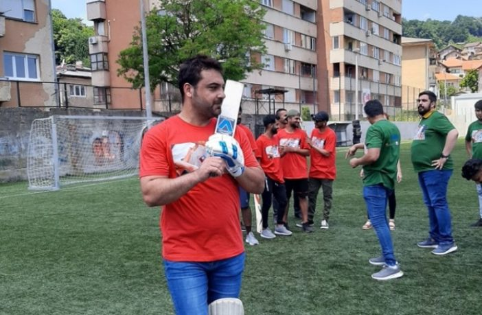 Migranti igrali kriket na tuzlanskom stadionu Tušanj i izložili svoje kreativne radove